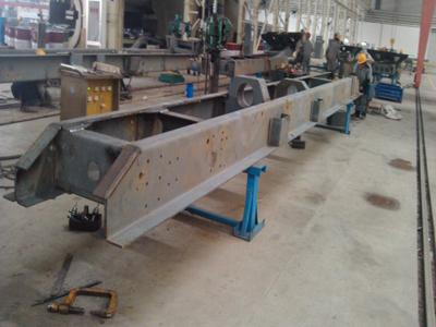 12.5米610L-700L高强度板 军用特种车纵梁总成