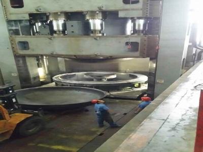 8000T油罐封头拉伸模具调试现场